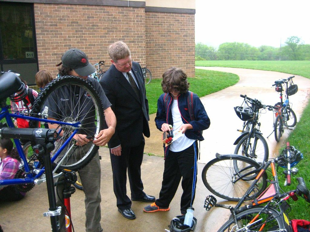 Virginia Delegate Tony Wilt came out to support Bike to School Day